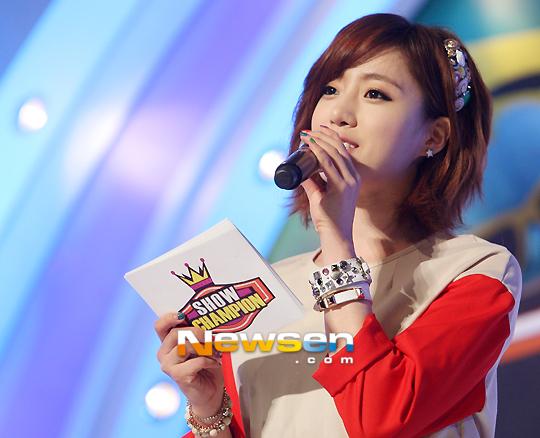 T-ARAウンジョンが3月13日放送の『ショー!チャンピオン』でミニスカート姿を披露