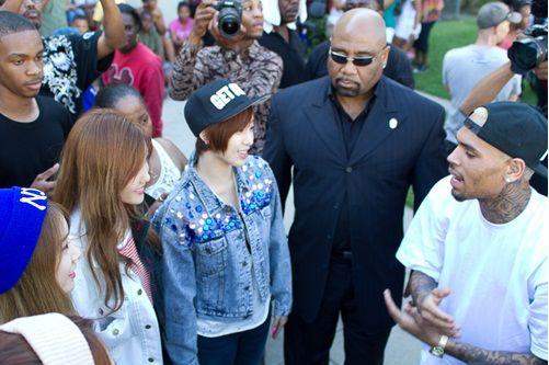 T-ARA N4がクリス·ブラウンと会った「一緒に他のミュージシャンとも顔合わせ」