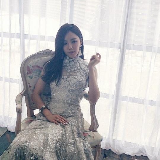 T-ARAヒョミンがウェディングドレス姿を公開「幻想的な美の女神」