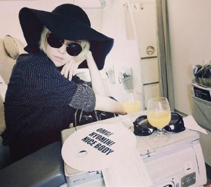 ヒョミンがインスタグラムで卓越したファッションセンスを披露
