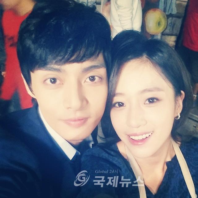 T-ARAウンジョンが韓国俳優キム・ジュンとのセルカを公開