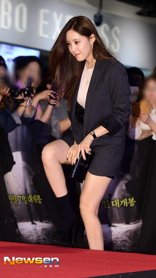 ヒョミンが韓国映画『スパイ』のVIP試写会に登場