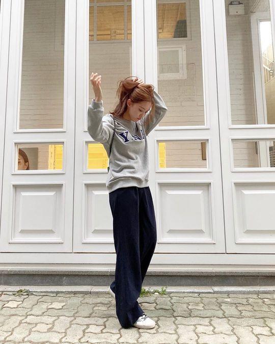 ヒョミンがトレーニングウェア姿をインスタにUP【画像】